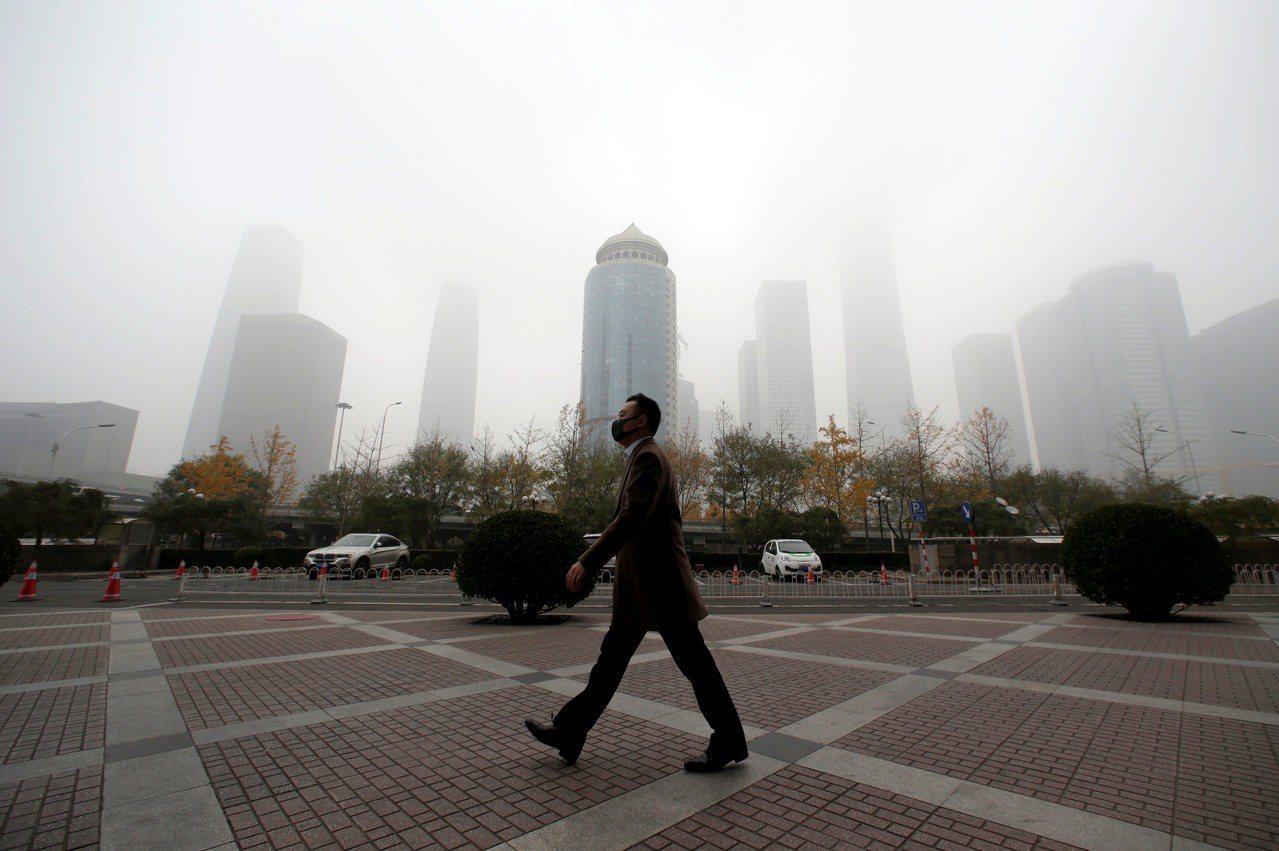 窒息的北京:中美貿易戰加劇了「華北大霧霾」? 路透社