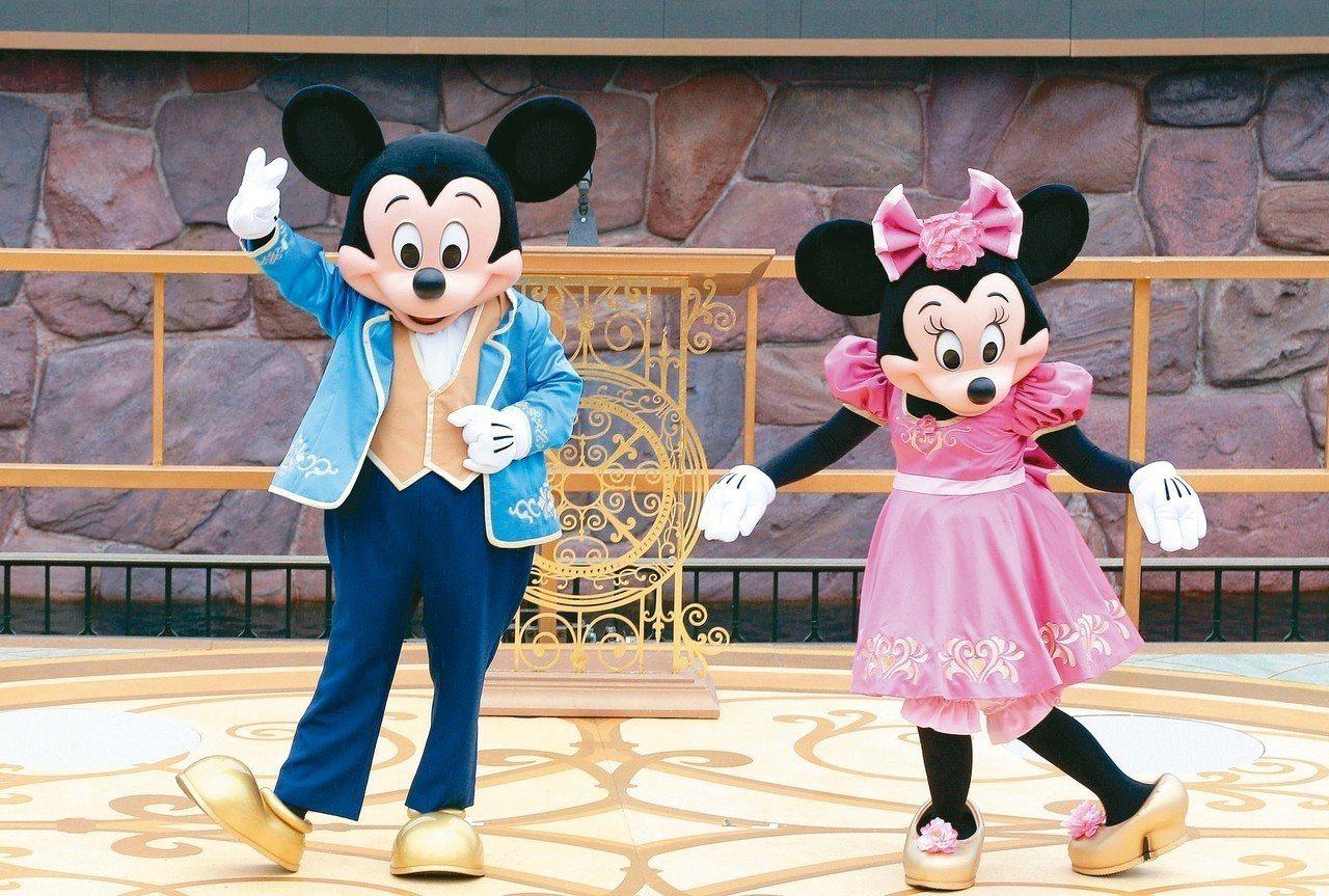 迪士尼經典角色米奇90歲(左),魅力跨越世代,粉絲遍布全球。 圖/聯合報系資料照...