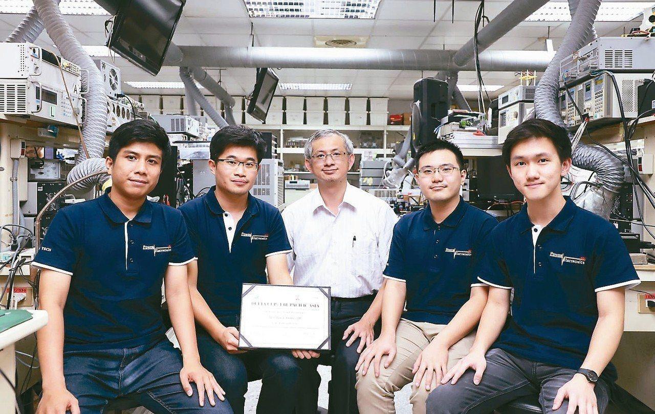 台灣科技大學跨國團隊將太陽能發電技術應用在養殖漁業使用的微氣泡機,贏得全球創新競...