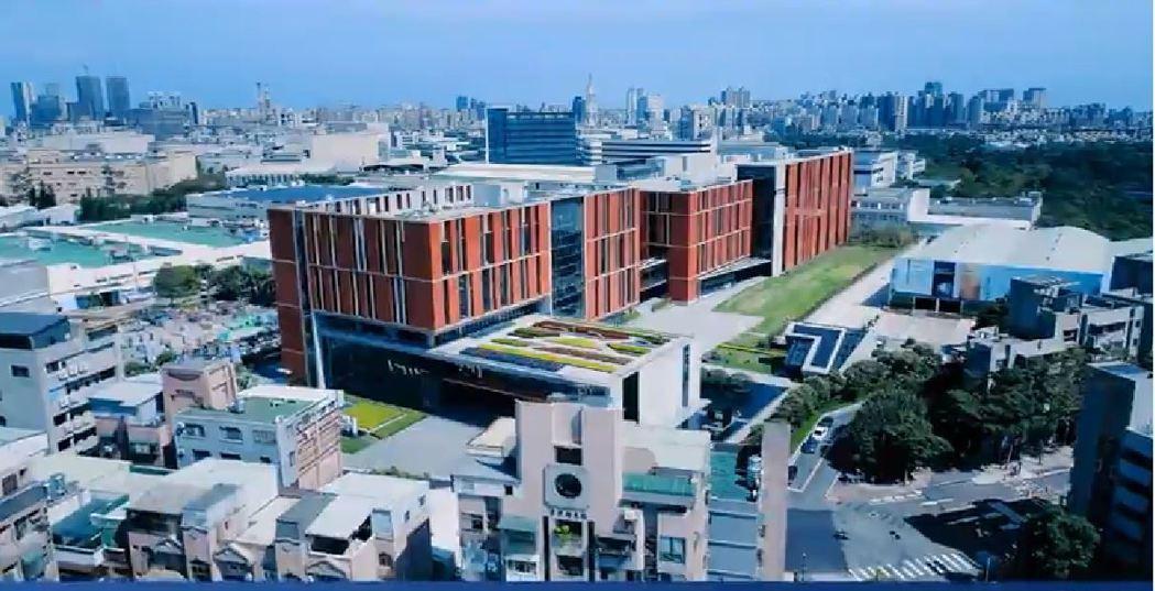 「林口智慧園區」宛如一座有感知能力、會呼吸思考的「活著的綠建築」。 研華/提供