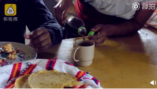 墨西哥小鎮居民把可樂當水喝。圖取自梨視頻