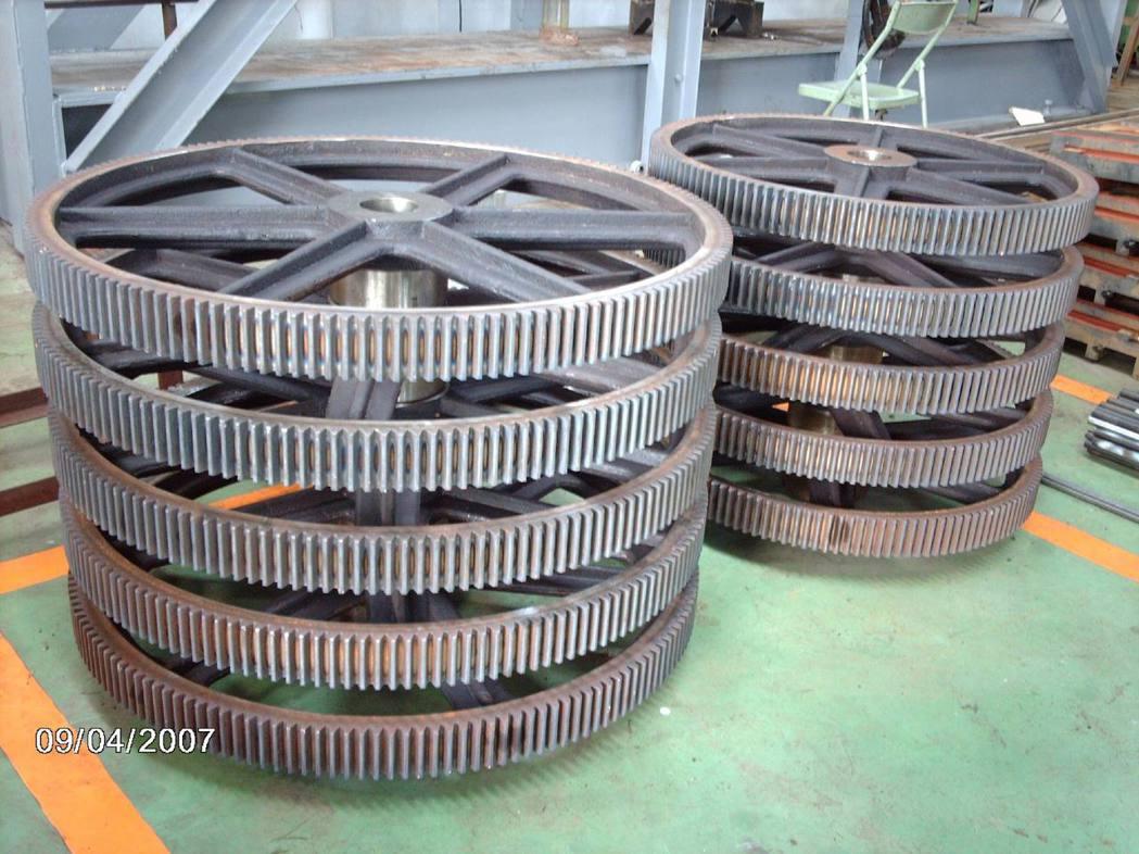 進佶公司大型大齒輪工件加工實況。 進佶公司/提供