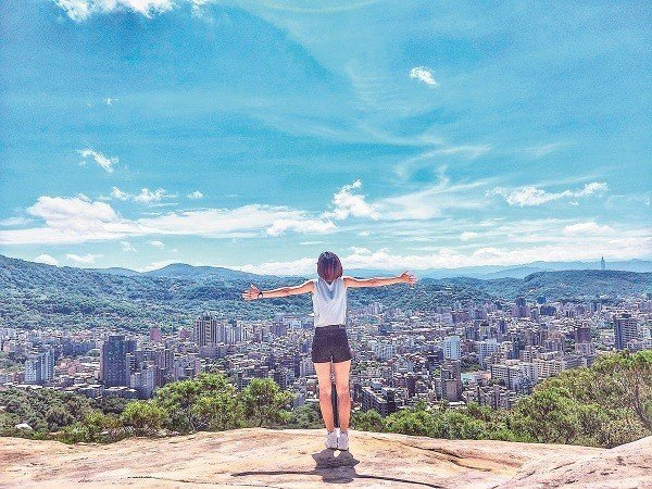 登上台北親山步道,恣意享受台北美景。(攝影/陳蓉萱)