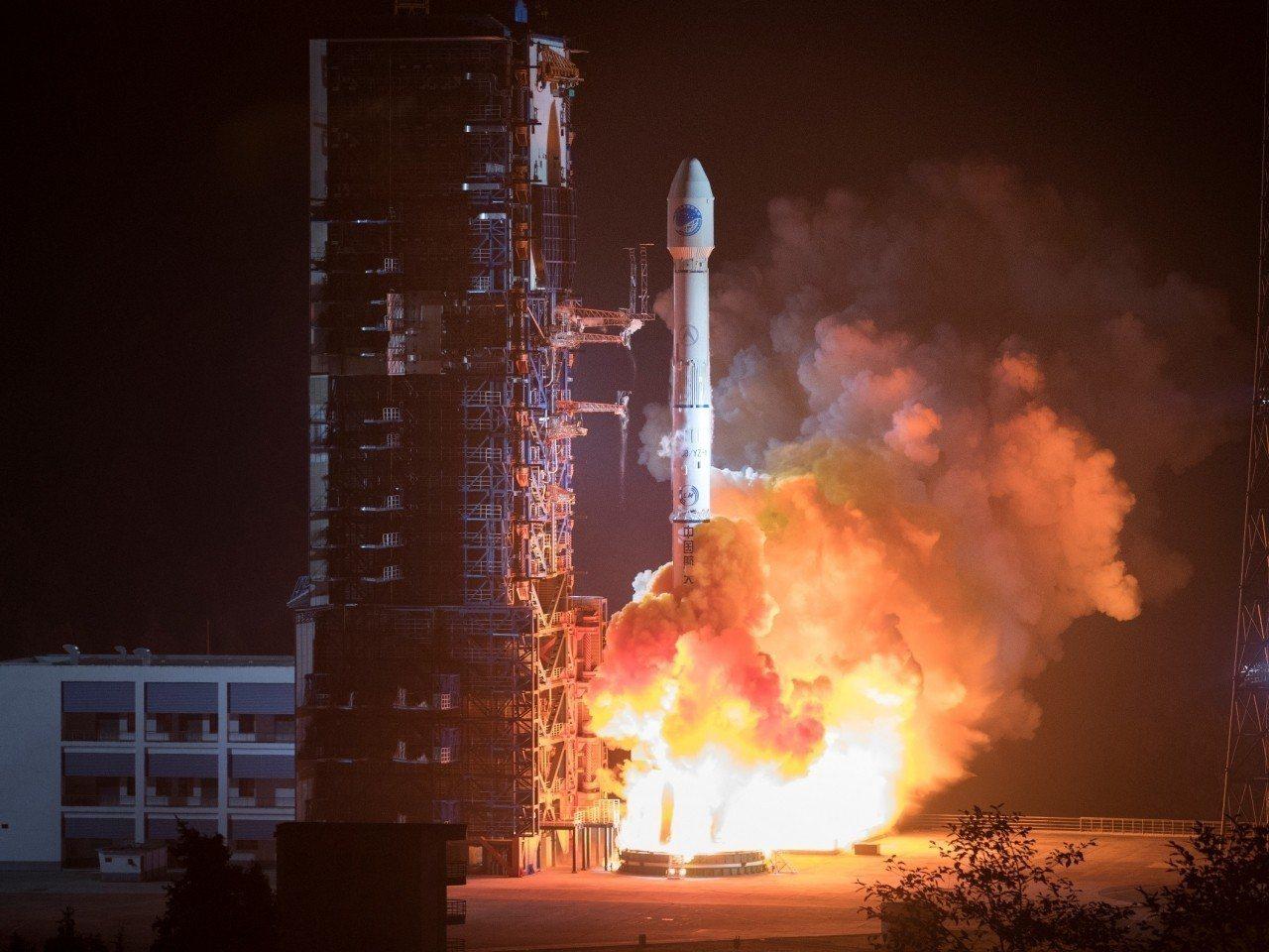 中國以長征三號乙運載火箭,成功發射第42、43個導航衛星。(新華社)