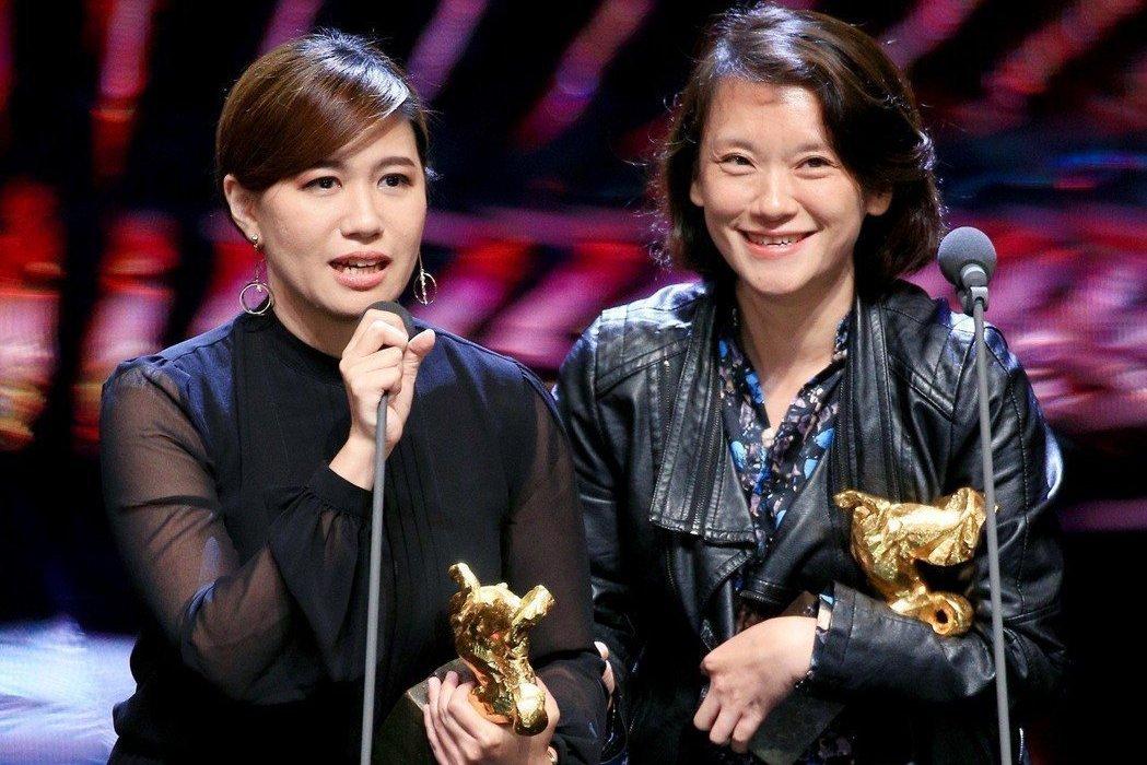 拿下第55屆金馬獎最佳記錄片獎,導演傅榆(左)的得獎感言惹議。 聯合報系資料照片...