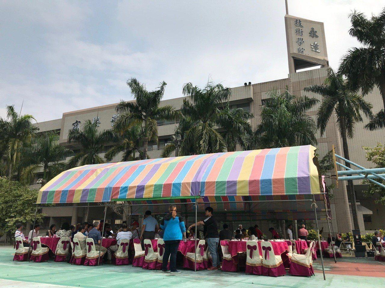 屏東縣永達技術學院校友會在學校停招後首次回到校本部舉辦聯誼餐會。記者蔣繼平/攝影