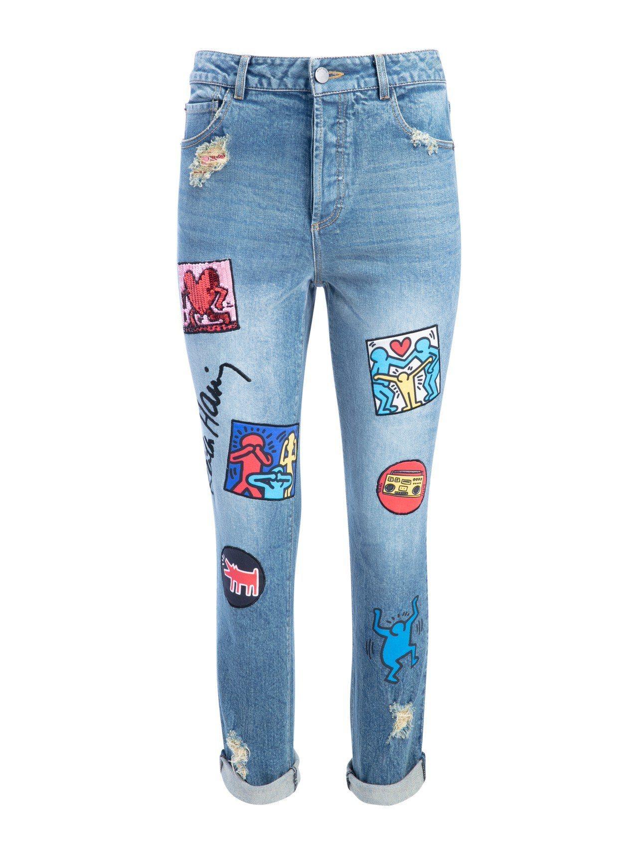 塗鴉徽章拼貼窄管丹寧褲,24,900元。圖/alice + olivia提供