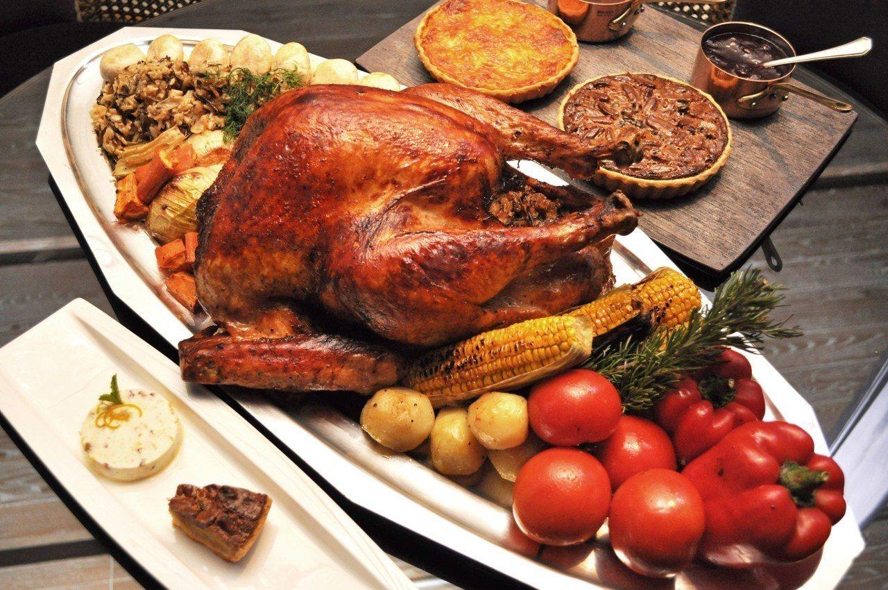 君品雲軒西餐廳搭上黑色星期五風潮,於11月23日當天推出傳家八寶火雞吃到飽。