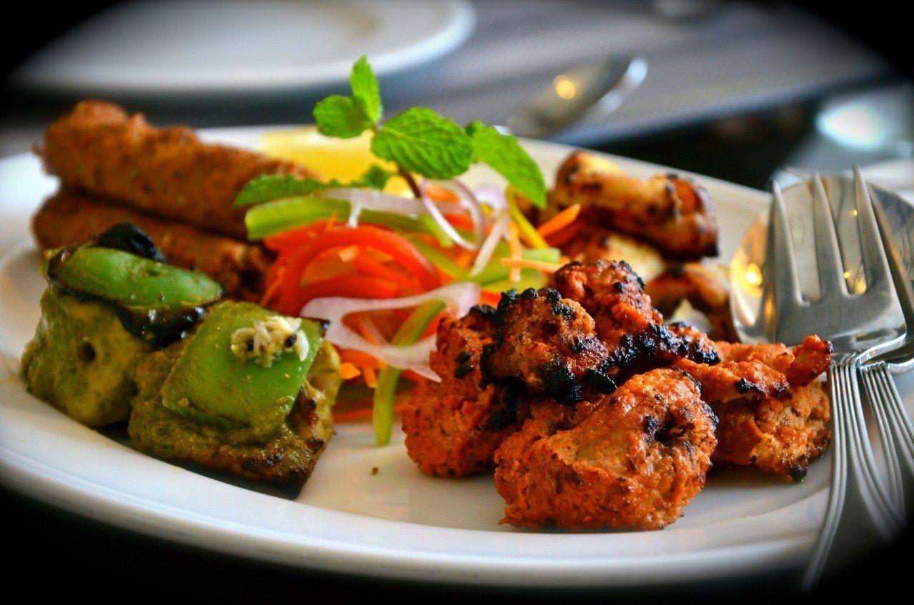中東烤肉拼盤等異國美食在美國日益受歡迎,導致紐西蘭羊肉出口激增,連帶使價格逼近歷...