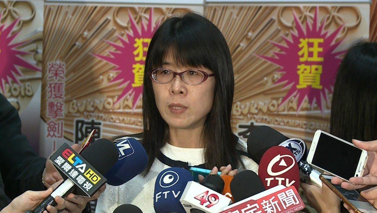 國際及兩岸運動組組長許秀玲表示,體育署重申遵守國際奧會規章、保障中華奧會會籍、保...