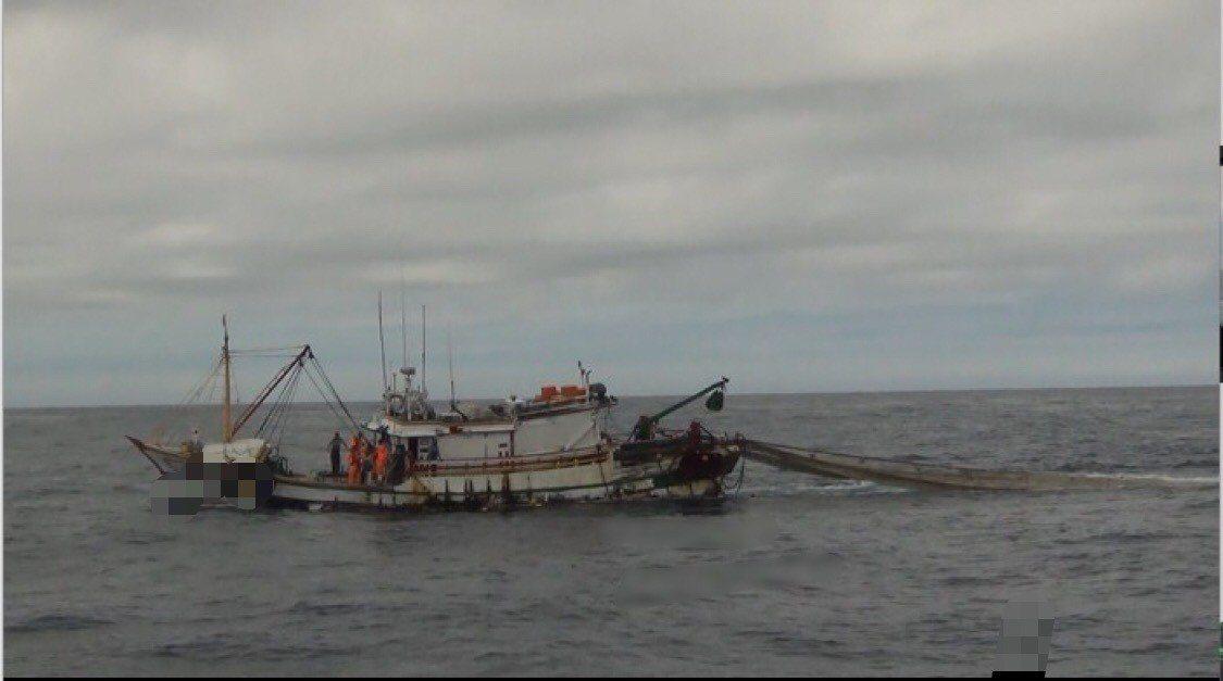 基隆籍漁船非法電魚,被海巡隊押返港調查。圖/淡水海巡隊提供