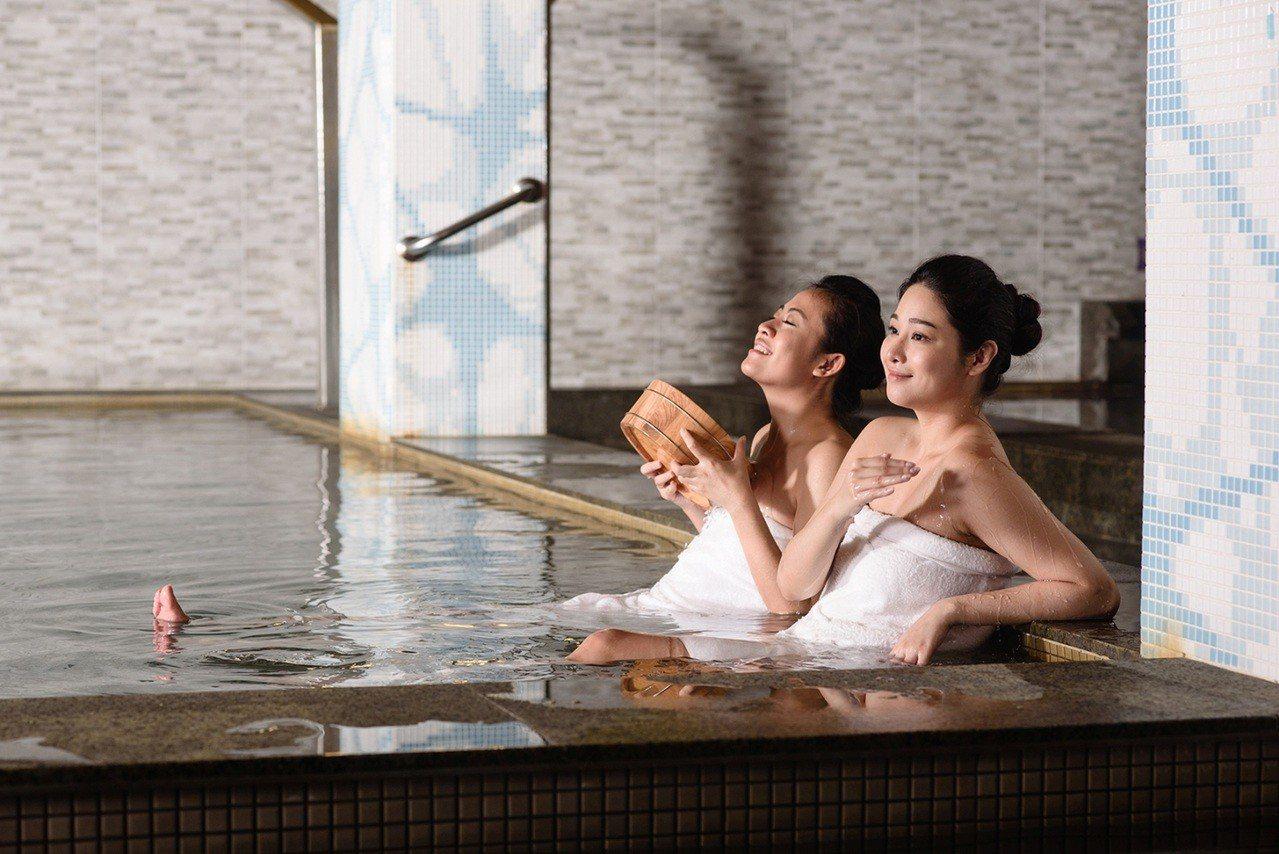 在福容大飯店福隆店享受全台唯一海洋溫泉。