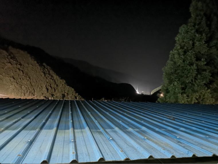 在觀射平台肉眼看到的發射中心,完全被大山擋住。特派記者賴錦宏/攝影