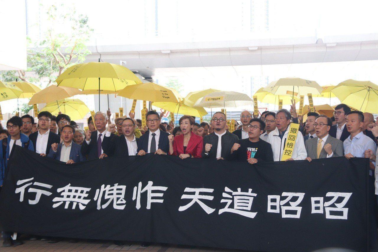 2014年9月28日在香港爆發的「占領中環」(後稱「雨傘運動」),目的是為了爭取...
