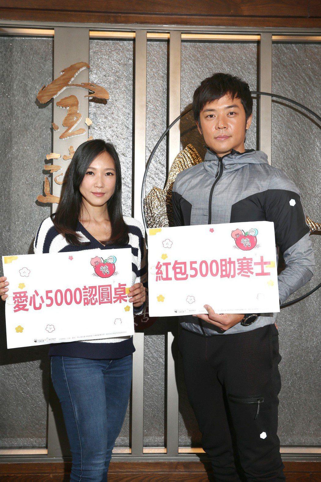 張本渝(左)與姚元浩(右)一起化身上菜天使,響應「寒士吃到飽30」公益活動,呼籲