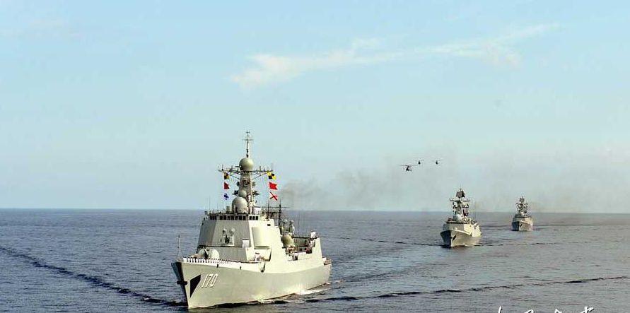 2013年3月,中國海軍南海艦隊聯合機動編隊抵曾母暗沙海域,宣示海洋國土主權。 ...