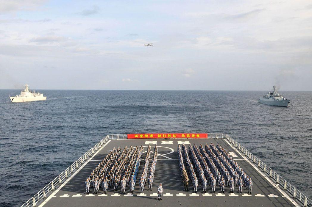 2014年1月26日,中國海軍南海艦隊遠洋訓練編隊,在曾母暗沙海域舉行宣誓儀式,...