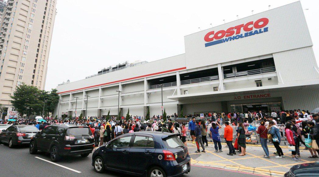 好市多「黑色購物節」本周五登場,周邊交通恐怕又要塞爆了。 本報資料照片/記者劉學...
