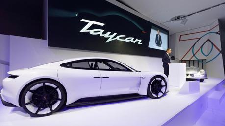 總價都不知道就下訂 Porsche Taycan接單破360台!