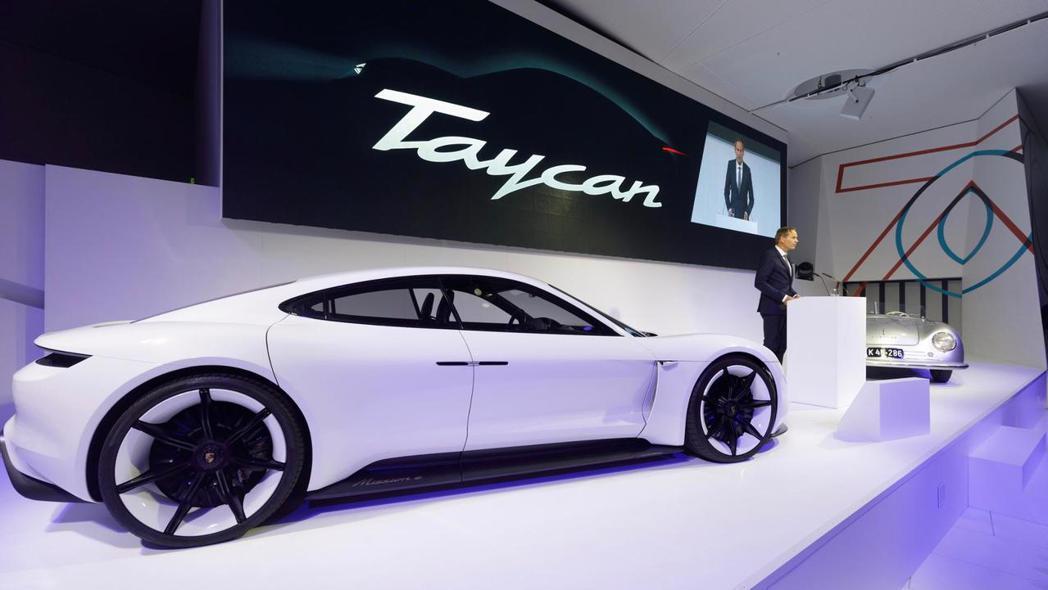 全新Porsche Taycan首批新車預定自2020年初開始交車。 摘自Por...