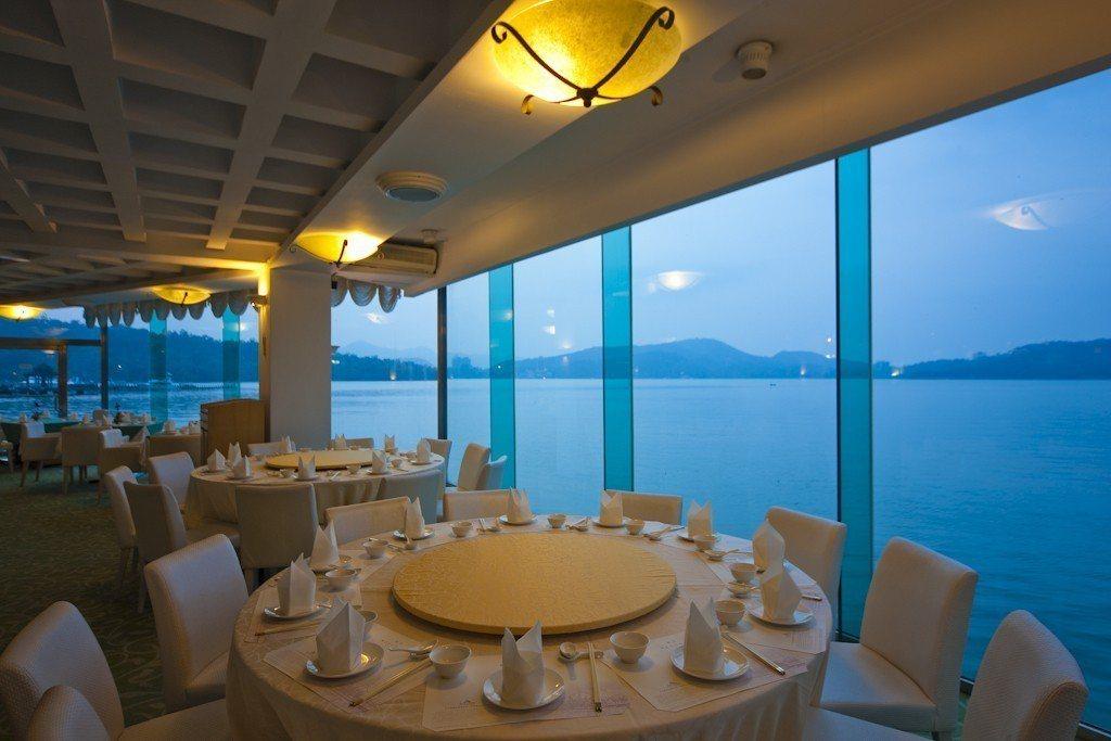 日月潭魚藻餐廳擁有270度弧形湖畔景觀。 圖/力麗觀光 提供