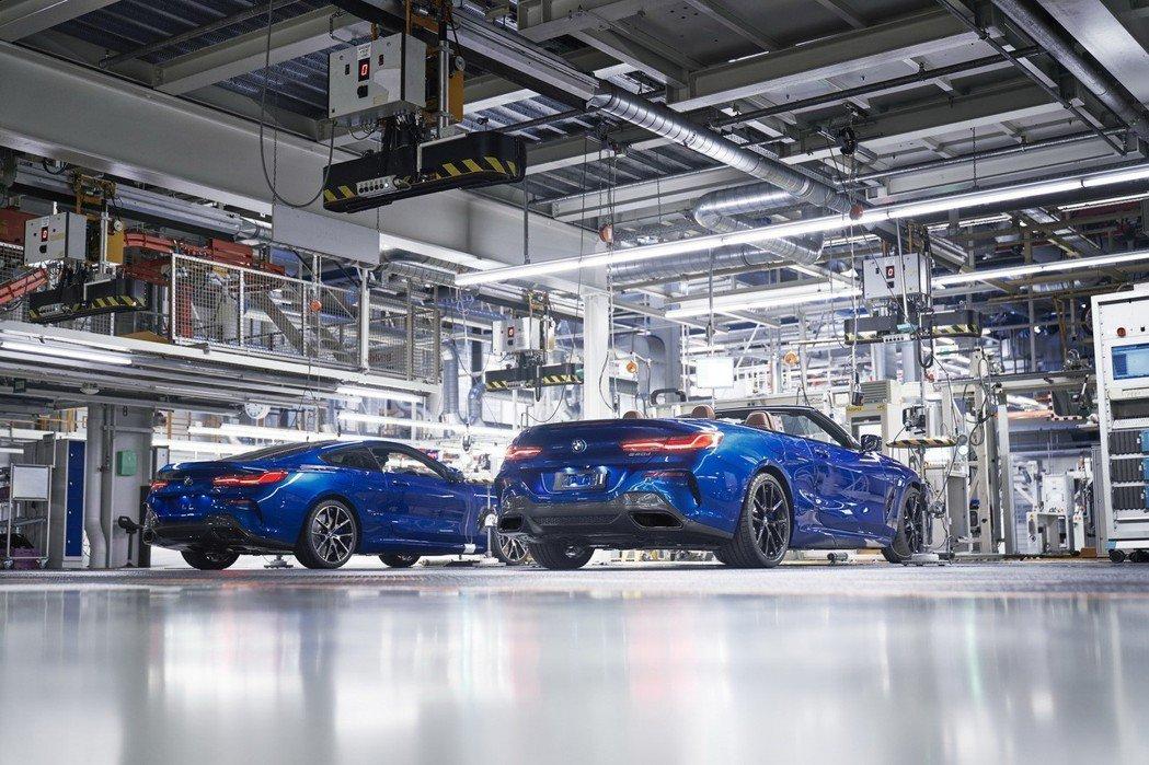 全新BMW 8 Series Convertible在官網亮相不久後,原廠便宣佈這輛旗艦敞篷跑車正式投產。 摘自BMW