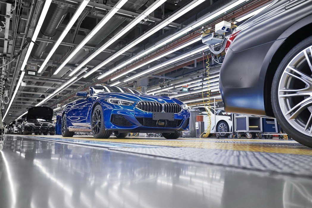 全新BMW 8 Series Convertible與Coupe版本相同,共有M...