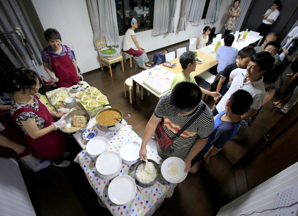 日本政府推動企業與支援團體的媒合計畫,鼓勵日本大企業捐贈至「小孩的未來應援基金」...
