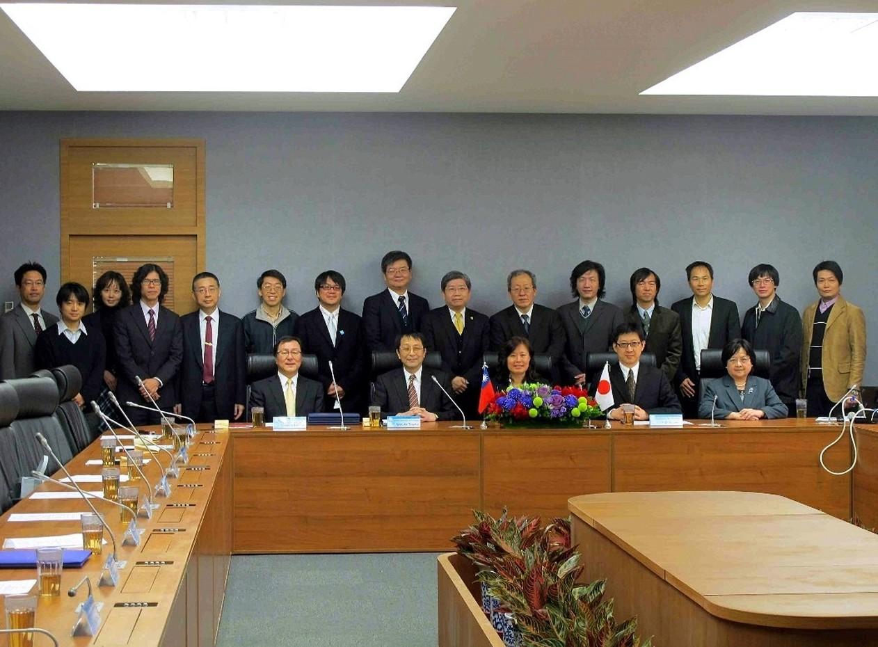 2012年臺灣大學與筑波大學會談合影。