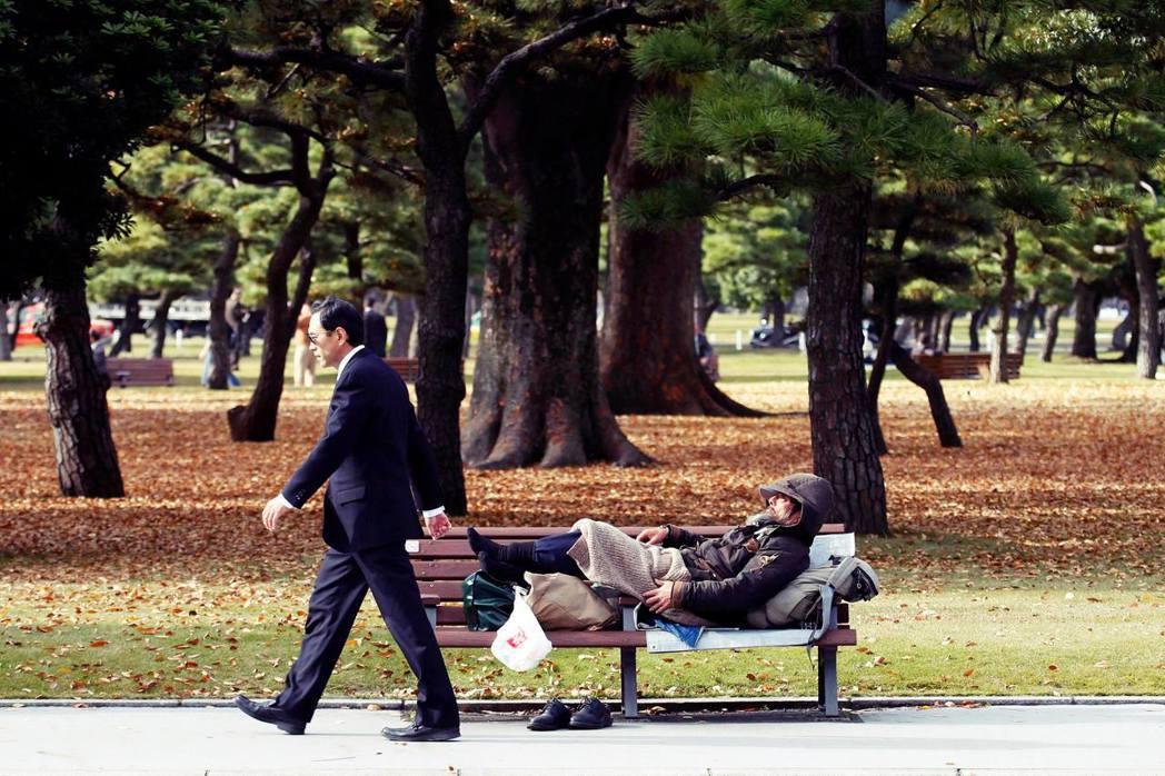日本國憲法第25條第1項:「全體國民都應享有健康與文化的最低限度的生活權利。」但...