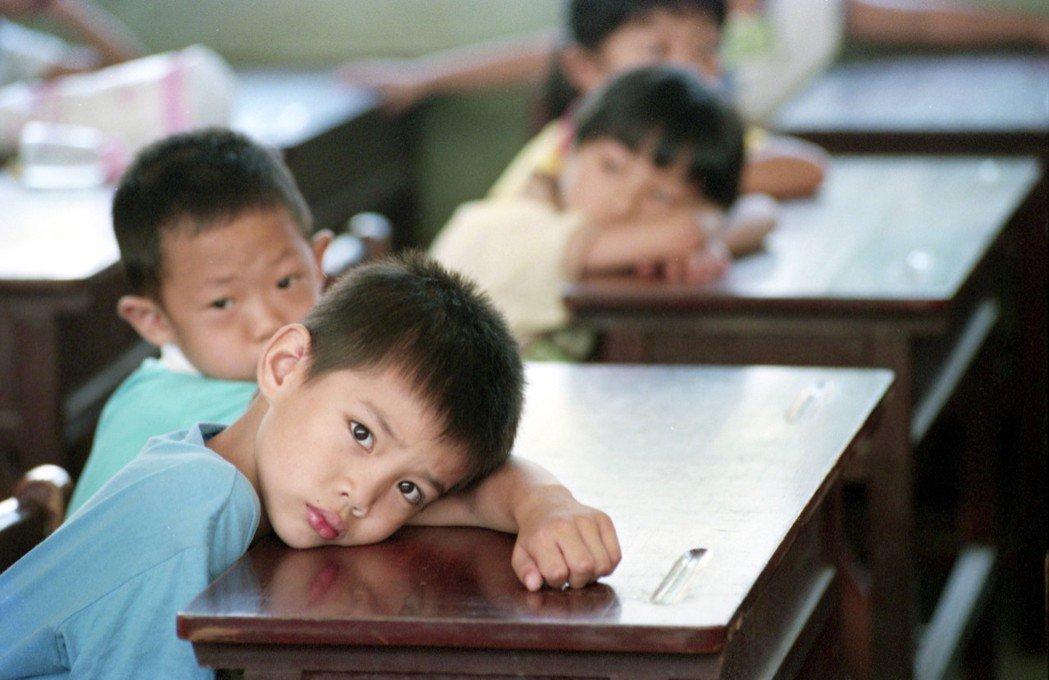 對於高敏感學生來說,學校可能是一個紛雜、混亂、充斥各種聲音、情緒、氣味和不可預知...