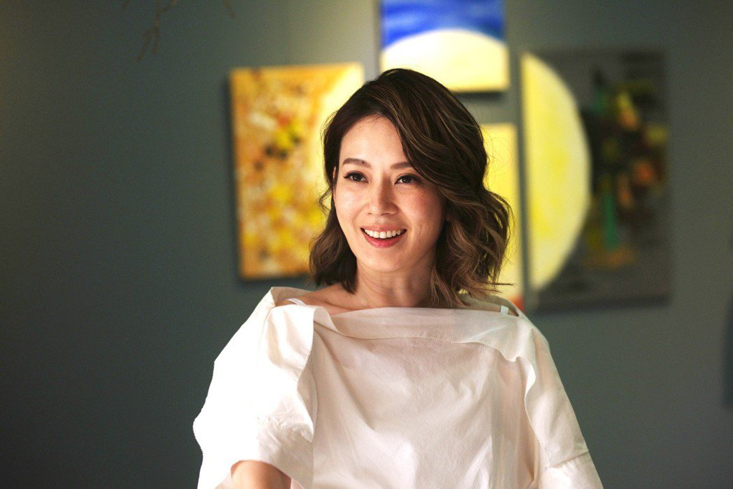 Melody在「你好,幸福」戲中飾演房東,也是女房客的心靈老師。圖/三立提供