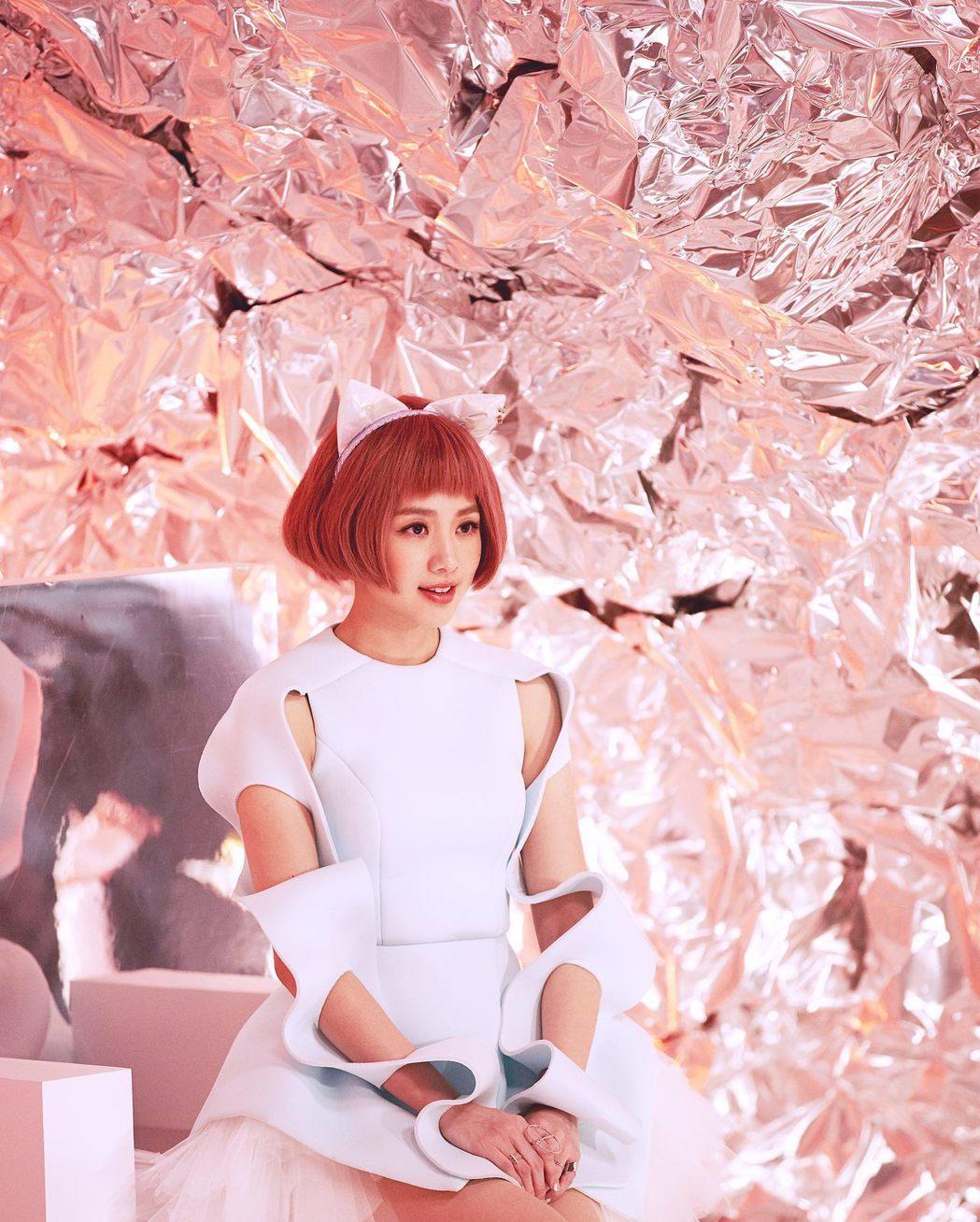 鬼鬼為電影化身宇宙系網美「小貓女Bonnie」。圖/吳映潔工作室提供