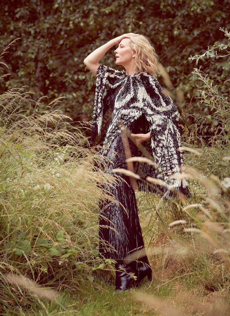 凱特布蘭琪以Alexander McQueen演繹女性的風情萬種。圖/取自har...