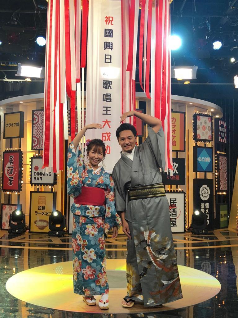 夢多(右)和小百合主持國興新節目「國興日本歌唱王」。圖/國興提供