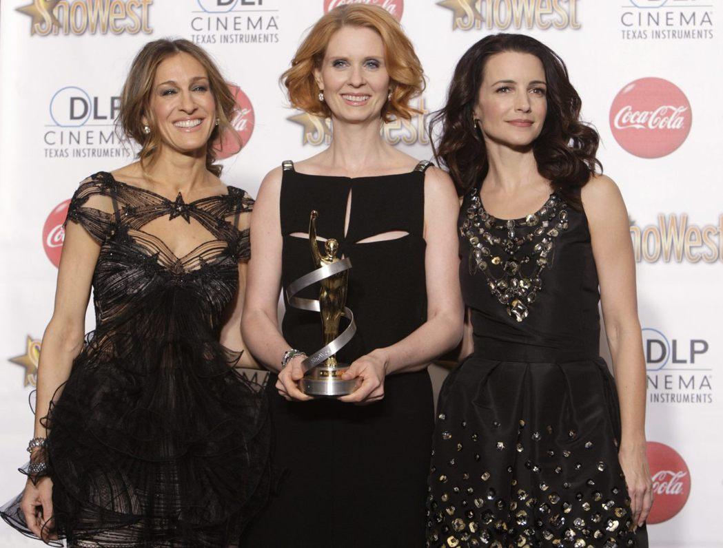 莎拉潔西卡派克(左起)、辛西亞尼克森、克莉絲汀戴維斯一起出席活動,唯獨金凱特蘿缺