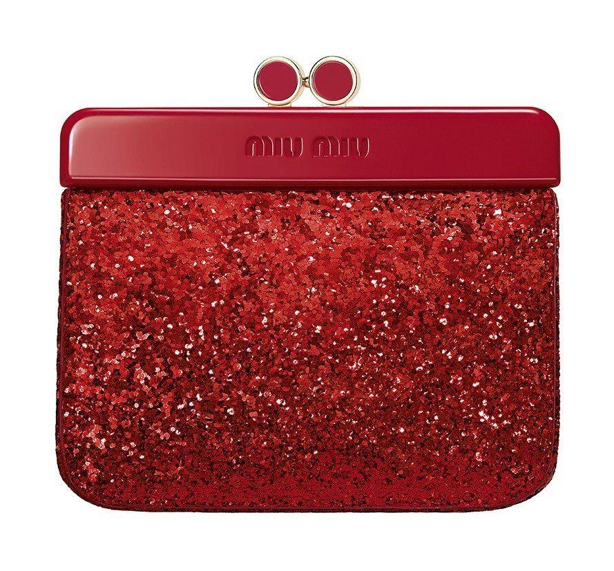 miu miu閃耀派對手拿包是忠孝SOGO 3F盧亞香水的獨家贈品,預計11月下...