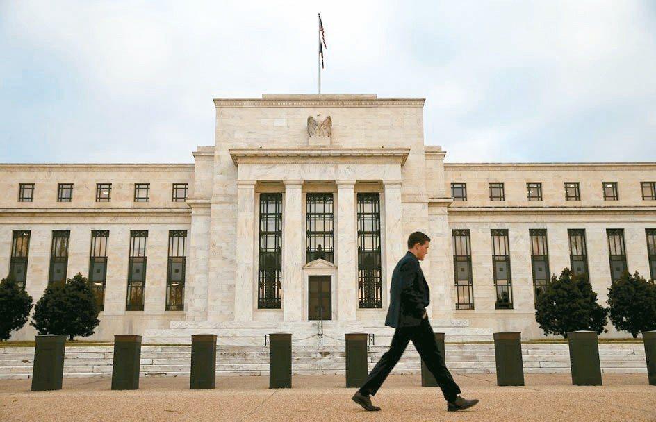 學者預期,美國經濟遭遇逆風,經濟成長Q4開始減速,Fed可能減緩明年升息速度。 ...