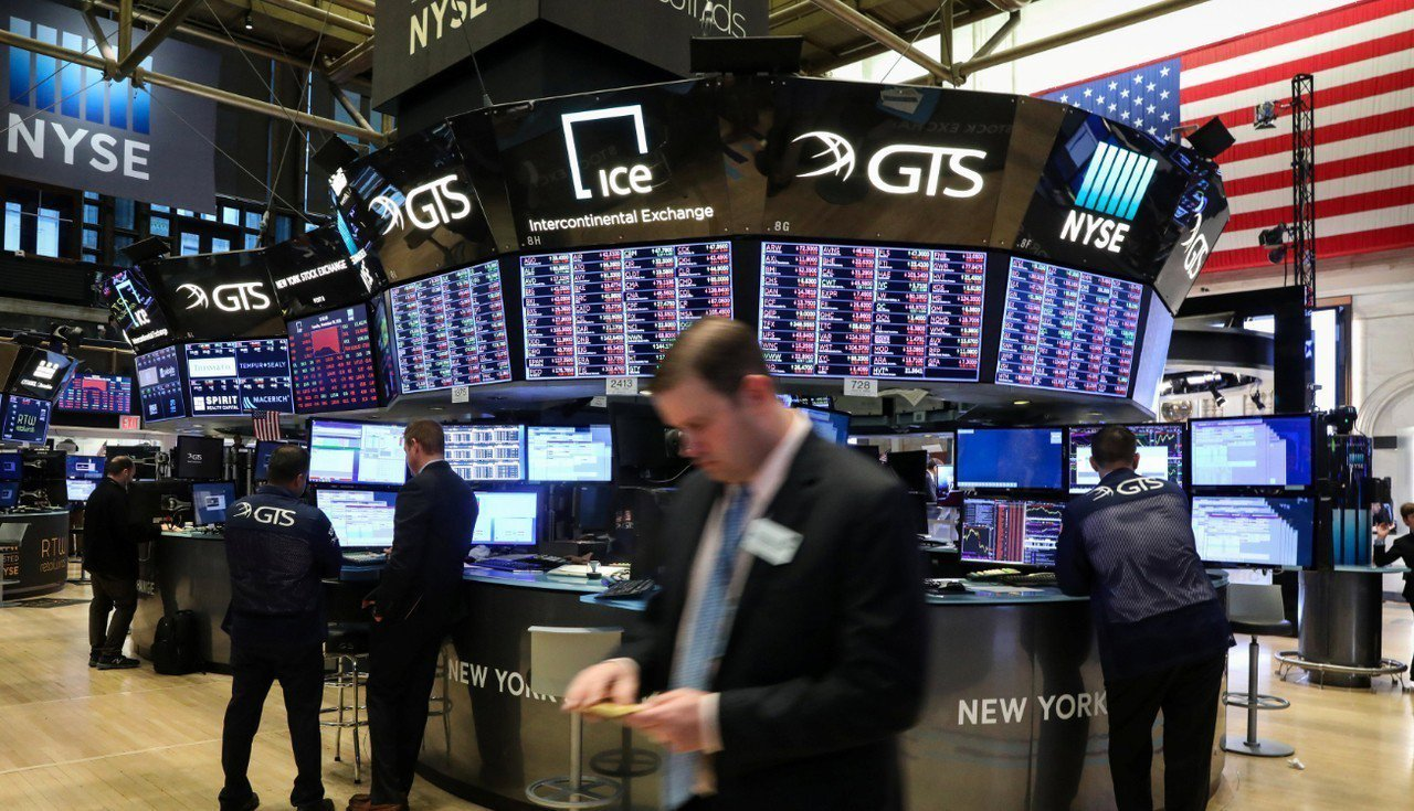 市場對美股偏高的本益比進行重新訂價,S&P500指數下跌約9.7%。 路透社