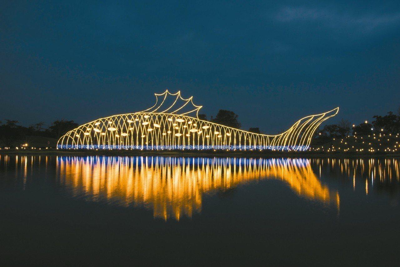 全聯善美的文化藝術基金會邀來設計師呂秉承從傳統燈籠延伸設計大型作品「魚耀隧道」,...