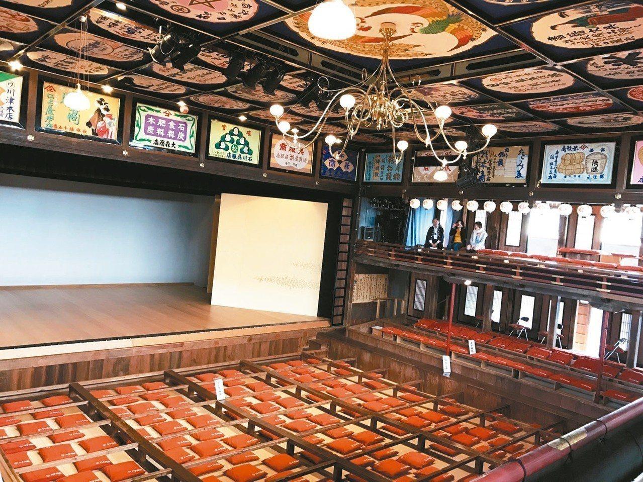 「江戶樣式」歌舞伎劇場,內部有著豪華又時尚的寬廣空間。 記者葉卉軒/攝影