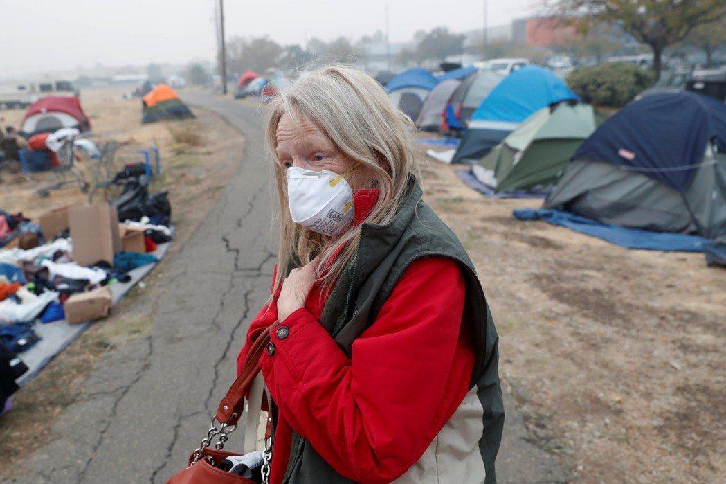 加州史上最致命野火引發煙霧,使舊金山的空氣品質連續12天呈不利健康的狀態。圖/路...