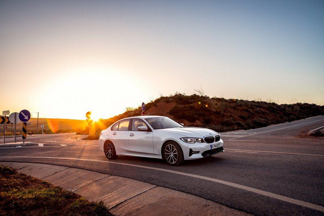 全新BMW 330e Plug-in Hybrid。 摘自BMW