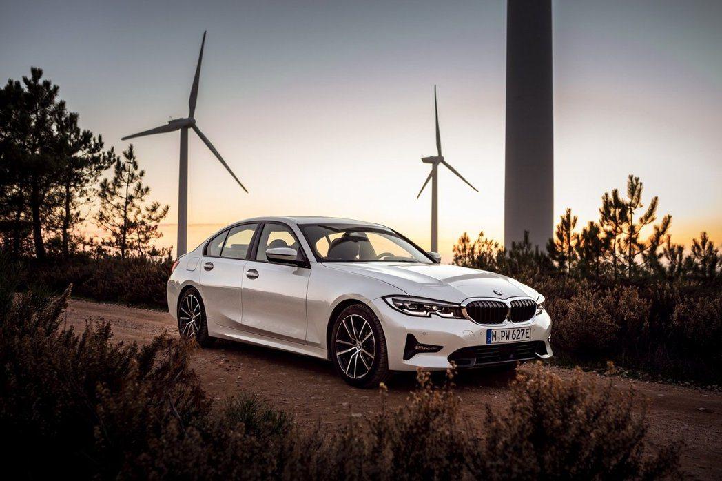全新BMW 330e Plug-in Hybrid在啟用XtraBoost電動增...