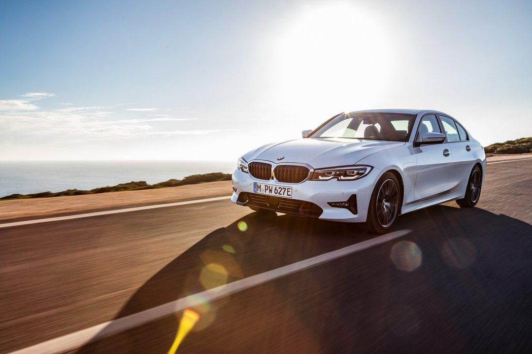 全新BMW 330e Plug-in Hybrid將在2019年夏季上市。 摘自...