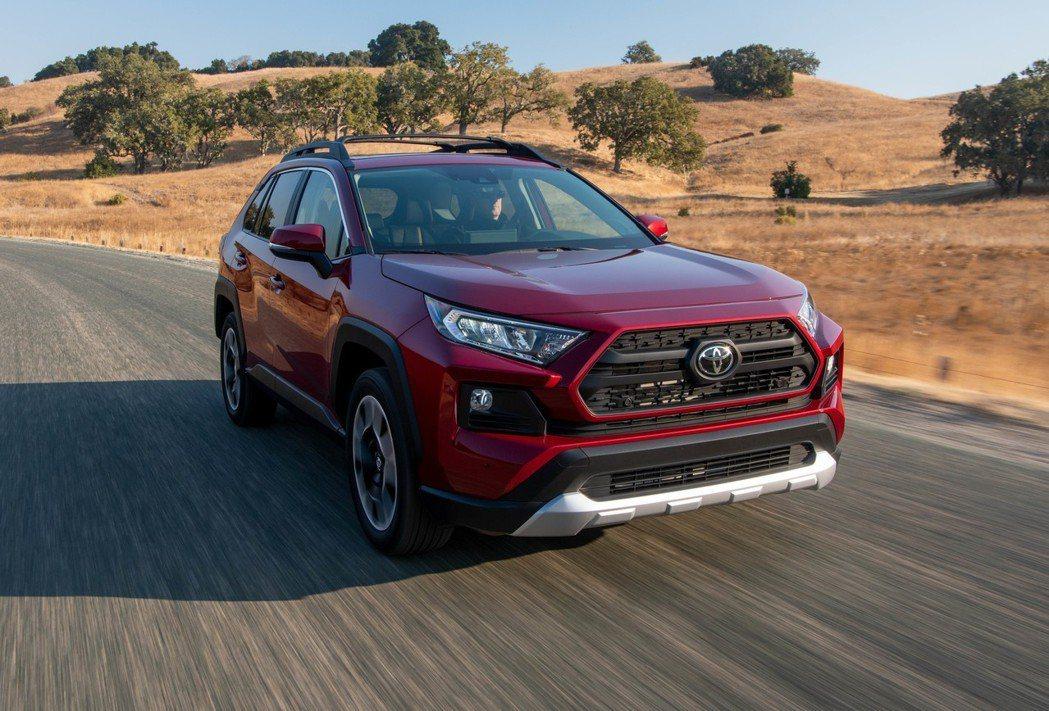 預計在12月於北美上市的新世代Toyota RAV4,首波動力僅提供汽油版車型。...