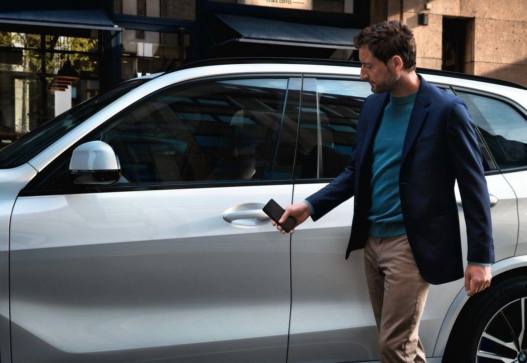 全新世代BMW X5首創BMW Digital Key手機數位鑰匙,上鎖、解鎖、...