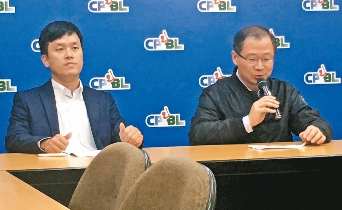 猿隊領隊劉玠廷(左)及中職會長吳志揚共同出席記者會。 圖/聯合報系資料照片