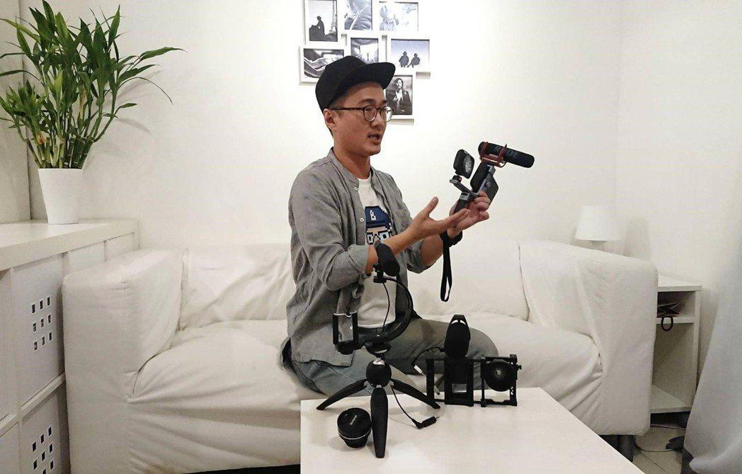 貝克導演進行專業解說,手機拍攝器材的運用與示範。 貝克大叔/提供