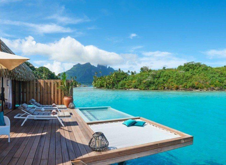 Conrad Bora Bora Nui渡假村的水上屋房型之一-Pool Ove...